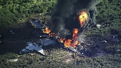 En fotos: 16 personas mueren tras la caída de un avión militar en Mississippi
