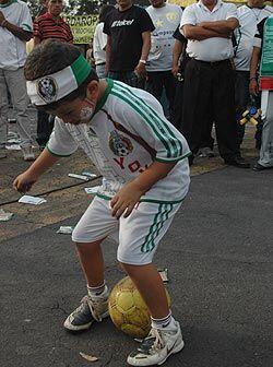 Yoyito, un niño de 6 años quien ya fue detectado por el Pachuca, es un c...
