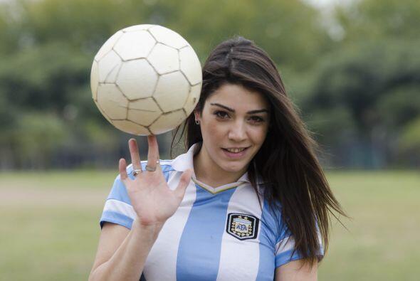 La argentina Fiorella Castillo es una experta en el balompié.