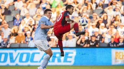Toronto FC logra rescatar un empate de 2-2 del Infierno Azul de Sporting KC