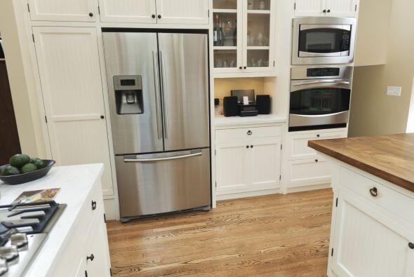 Un horno de microondas. Empieza por lo más básico: los utensilios de la...