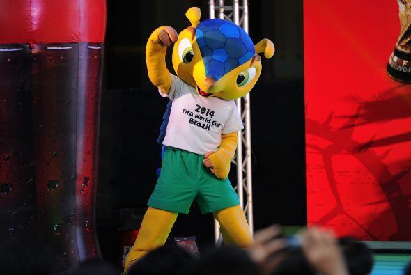 Fuleco está listo para ver rodar el balón en Brasil, él es un armadillo...