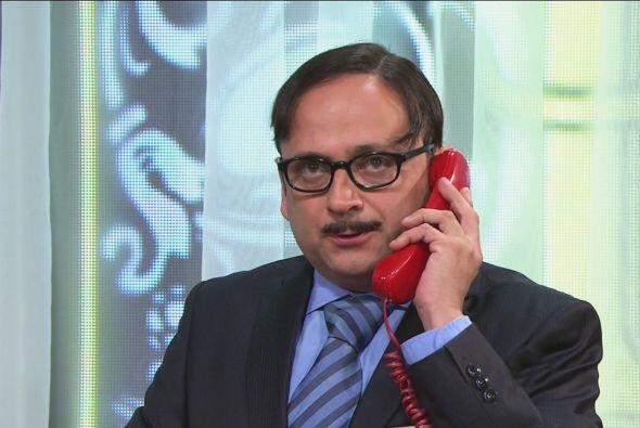 Mientras tanto, Cipriano recibió una llamada en el teléfono rojo. ¡El je...
