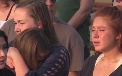 Vigilia en el Lago Canyon en memoria de joven que falleció ahogado