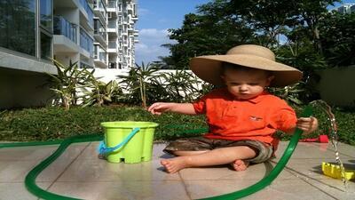 Fomenta en tus hijos el cuidado del agua incluso en el juego.