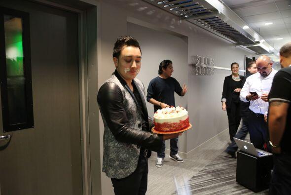 Kevin Ortiz estuvo en los estudios de Uforia para festejar su cumpleaños...