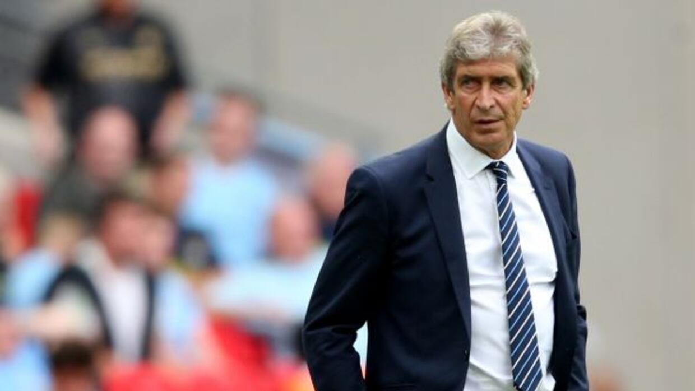 El técnico chileno argumenta que no alínea futbolistas ingleses en el 11...