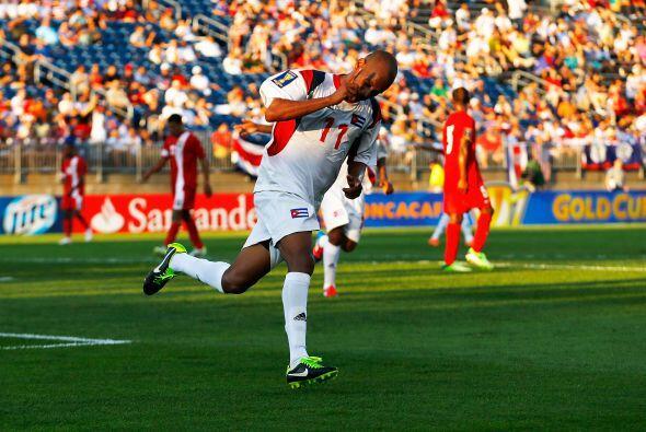 Ariel Gonzáles, delantero cubano, tuvo una tarde inolvidable al meter tr...