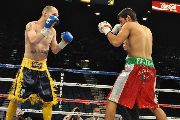 El invicto Omar Figueroa se enfrentó a Robbie Cannon en una pela del pes...