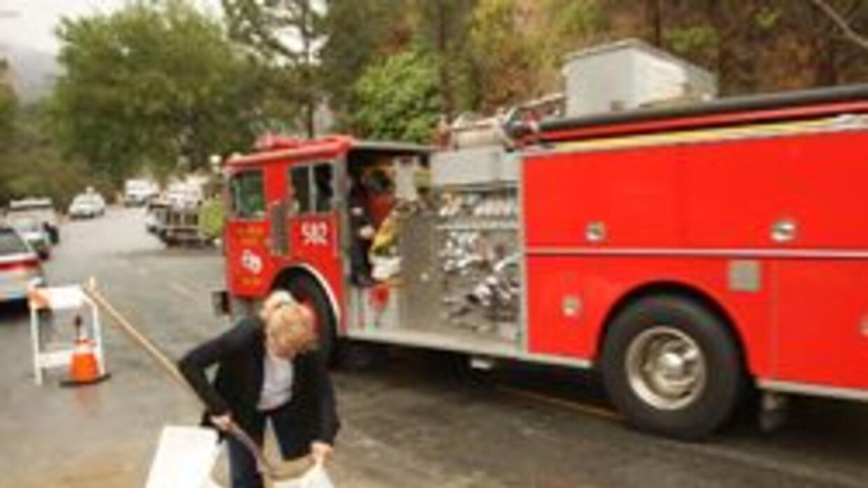 Deslaves en zonas quemadas de Los Angeles 3995cc0eeaed42da89bcd5967dc082...