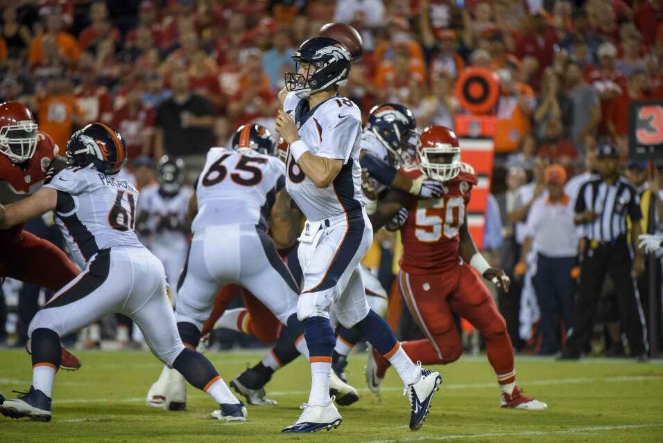 Peyton Manning lanzó tres pases de touchdown y los Broncos vinieron de a...