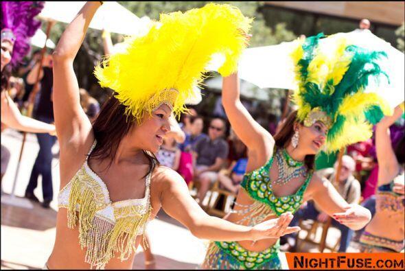 Las bailarinas del grupo SambAZ bailaron al sonido de una fuerte ´batuca...