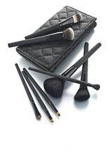 El maquillaje es un arma infalible para todas las mujeres así que obséqu...