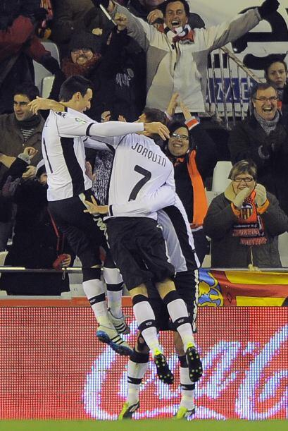 Banega amplió la ventaja del Valencia y el partido parecía de un solo ca...
