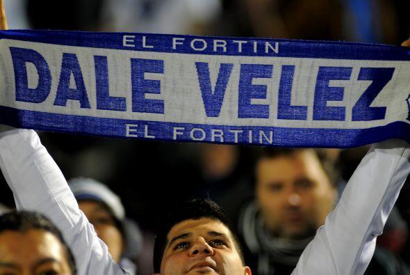 Los hinchas de Vélez sufren ultimamente, perdieron con Peñarol en la ida...