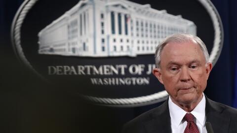 Todavía quedan muchas preguntas para el fiscal general Jeff Sessions.