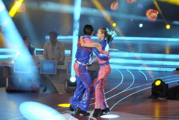 Gretchen y Max bailaron el difícil género de la quebradita.