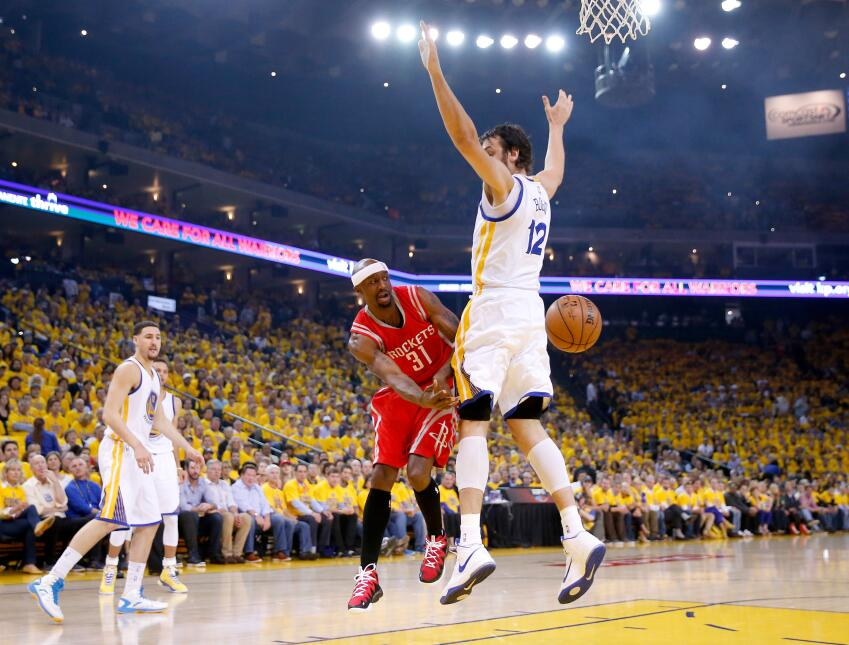 Los Warriors de Golden State buscan acabar con la temporada de los Rocke...