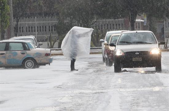 El martes una torrencial lluvia con granizo azotó a la Ciudad de...