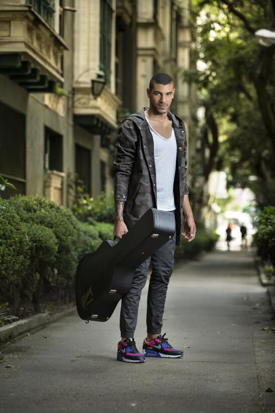 Manuel Medrano y su guitarra.