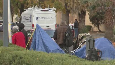 Autoridades de Woodland desalojaron un campamento de indigentes en el centro de la ciudad