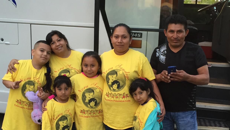 Cónyuges e hijos indocumentados menores de 21 años de resi...