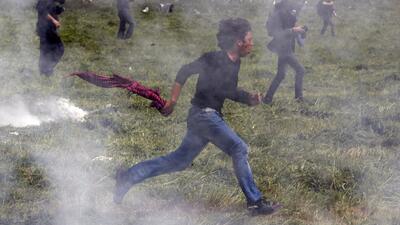 Las dramáticas imágenes de inmigrantes tratando de cruzar la frontera en Europa