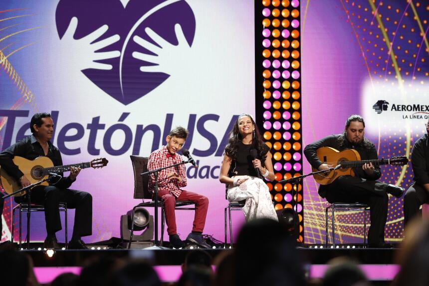 ¡Que Bonito momento! Natalia y Adrian unieron sus voces