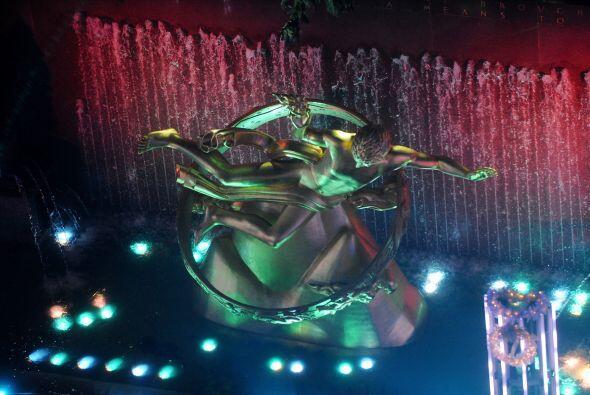El show continuó con la presencia de Lady Gaga y Tony Bennett, que inter...