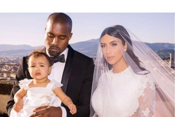 En el enlace entre Kim y Kanye, Nori usó un hermoso vestido blanco con m...