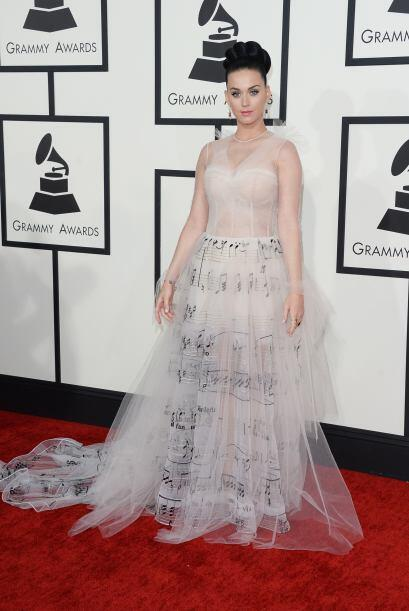 ¿Notas musicales y tul? Katy Perry ya no sabe ni cómo llamar la atención...