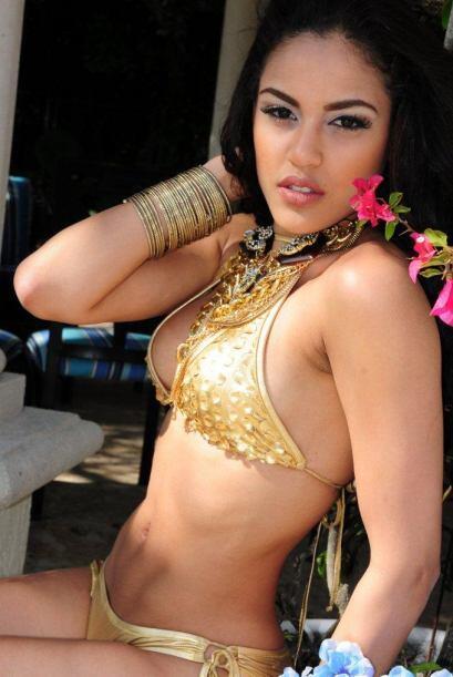 Esta dominicana tiene una cintura envidiable, un rostro hermoso y muchoo...