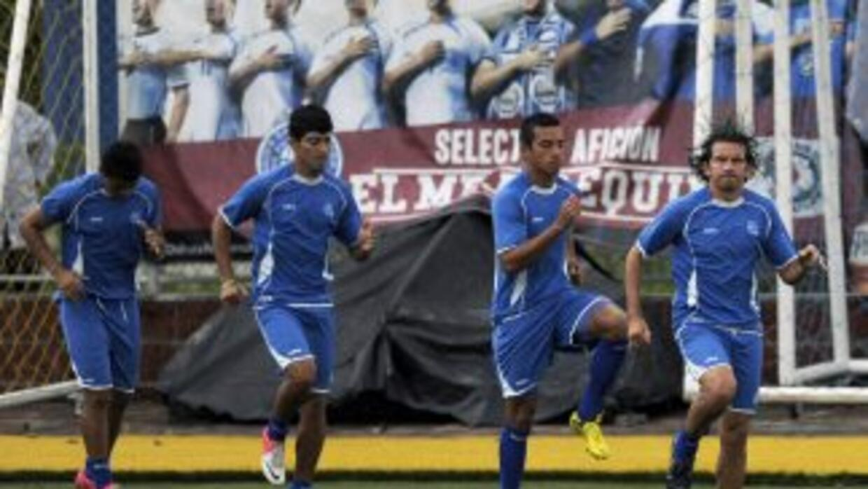 Con 28 jugadores convocados El Salvador pone proa a la Copa Oro que arra...