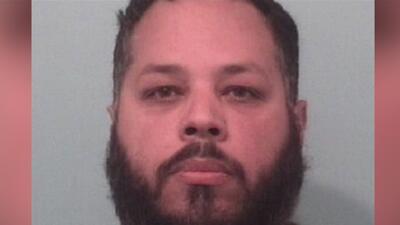 Arrestan y presentan cargos contra hispano señalado por pornografía infantil en Illinois