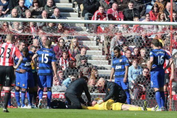 Cinco minutos estuvo tendido el portero español.