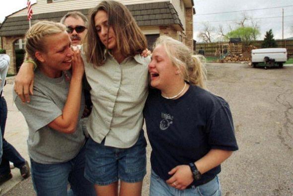 Los adolescentes, antes de suicidarse, realizaron numerosos disparos en...