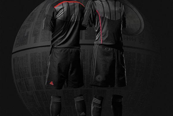 Aquí el uniforme de Darth Vader.