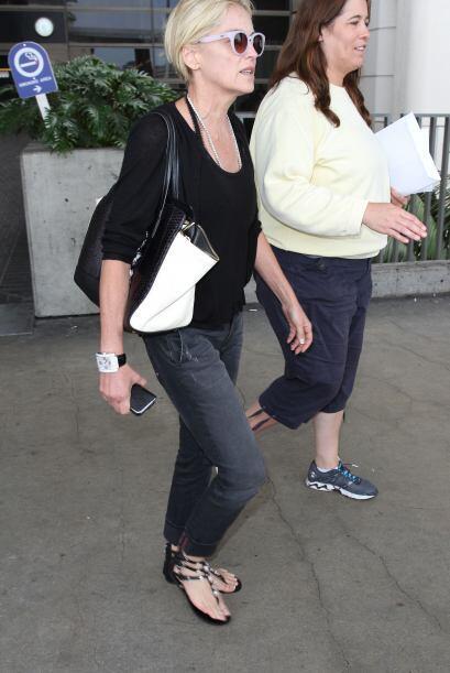 Sharon Stone sabe que no habrá mejor calzado para el verano que las sand...