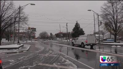 Peligro en la carretera por la acumulación de nieve