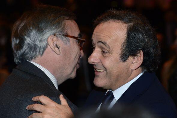 El francés Michel Platini, presidente de la UEFA, también estuvo entre l...