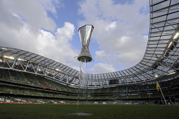 Este es el trofeo que se disputaban los dos equipos lusitanos.
