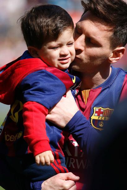 Pero Thiago se resistía a los cariños de papi.