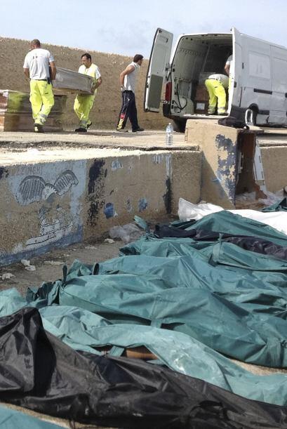 Al menos 94 personas murieron el miércoles frente a la isla Lampedusa, s...