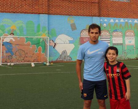 El mexicano Rubén Vera y su pupilo Zen Franco, 9 años,  en un entrenamiento