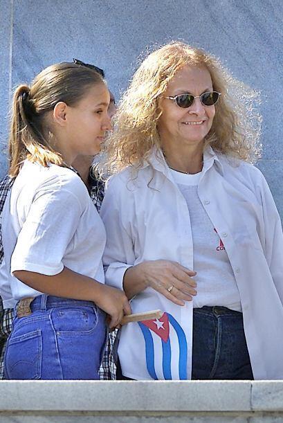 Dalia Soto del Valle con una de sus nietas durante la celebración del 1r...