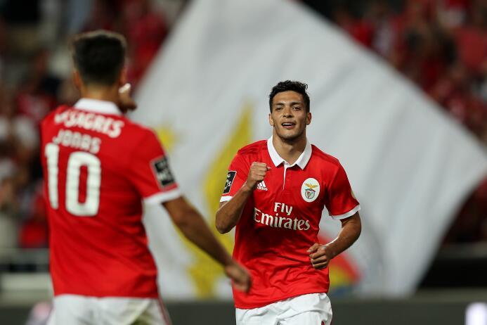 Liga NOS / Benfica [5]-0 Os Belenenses: hubo asistencia del mexicano Raú...