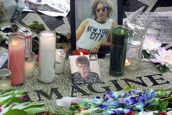 Lennon había nacido en Liverpool, Inglaterra, el 9 de octubre de 1940. C...