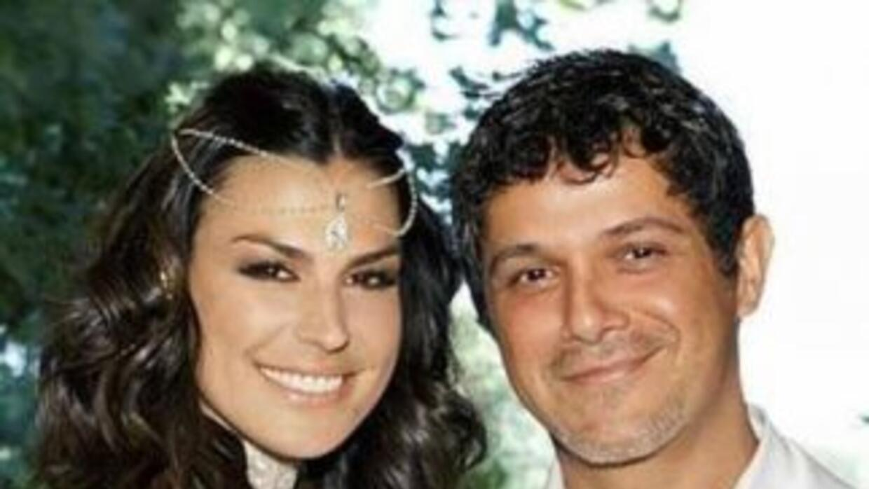 El cantante Alejandro Sanz y su esposa, la diseñadora Raquel Perera, aca...