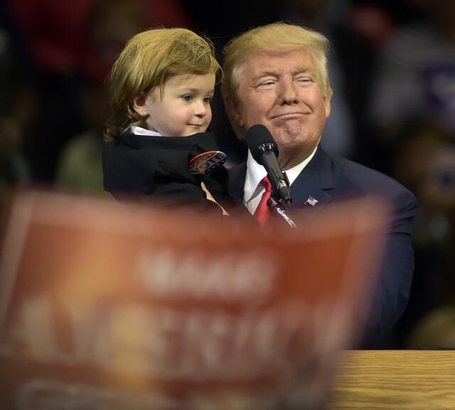 En uno de sus rallies del último mes de campaña, el nominado republicano...