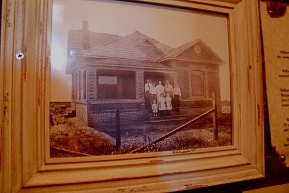 La historia comenzó hace más de cien años, cuando una pareja, Mary y Wil...